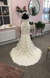 Suzanne Neville | Wedding Dress | Fit to Flare | D842K