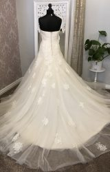 Enzoani | Wedding Dress | Fit to Flare | Y68E