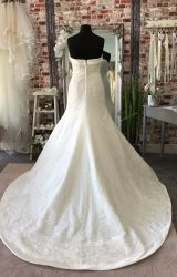 Pronovias | Wedding Dress | Fit to Flare | CA109G