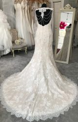 Pronovias | Wedding Dress | Fit to Flare | M100