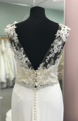 Pronovias | Wedding Dress | Fit to Flare | D927K