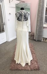 Suzanne Neville   Wedding Dress   Fit to Flare   D408K