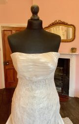 Pronovias | Wedding Dress | Fit to Flare | SH28S