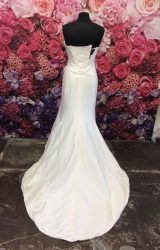 Suzanne Neville | Wedding Dress | Fit to Flare | ST342S