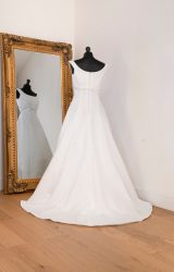 Paloma Blanca | Wedding Dress | Aline | WH15C