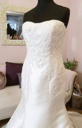 Pronovias | Wedding Dress | Fit to Flare | W651L