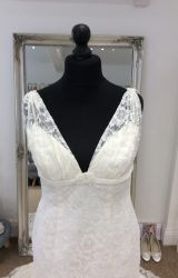 Charlotte Balbier | Wedding Dress | Fit to Flare | LE254M