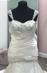 Phoenix Gowns | Wedding Dress | Fit to Flare | D482K