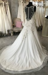 White Rose   Wedding Dress   Fit to Flare   M124S