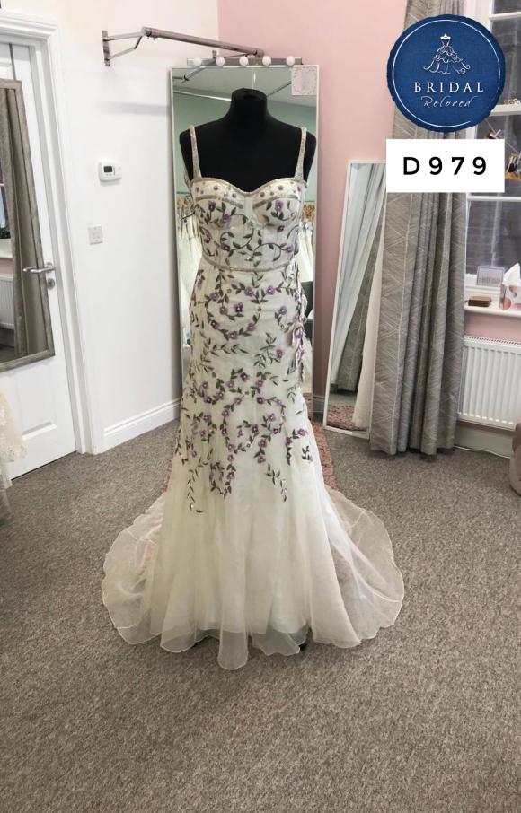 Bowen Dryden   Wedding Dress   Fit to Flare   D979