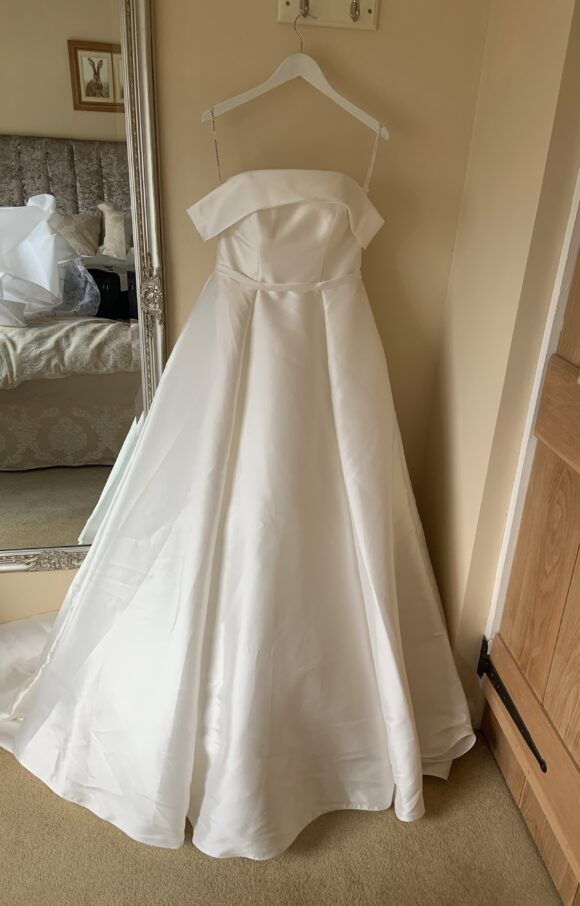 Essense of Australia   Wedding Dress   Ballgown   C2041