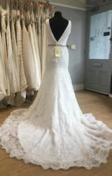 Allure | Wedding Dress | Fit to Flare | L416C