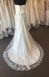 Amanda Wyatt | Wedding Dress | Fit to Flare | B241M