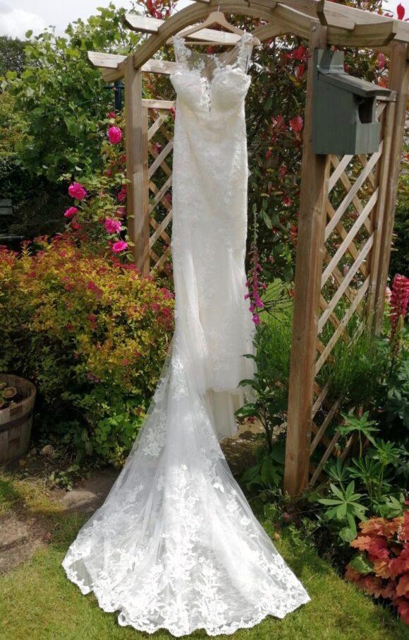 Essense of Australia   Wedding Dress   Fit to Flare   C1862