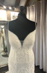 Allure | Wedding Dress | Fit to Flare | LA97L