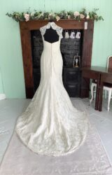 Suzanne Neville | Wedding Dress | Fit to Flare | SH136S