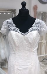 Charlotte Balbier | Wedding Dress | Fit to Flare | LE325M