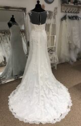 Enzoani | Wedding Dress | Fit to Flare | LE379M