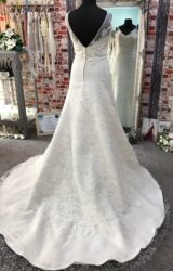 Forever Yours | Wedding Dress | Fit to Flare | CA222G