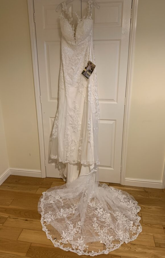 Essense of Australia | Wedding Dress | Fit to Flare | C2090
