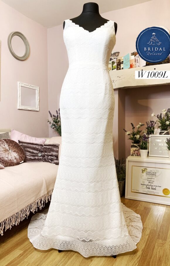 White Rose   Wedding Dress   Fit to Flare   W1009L