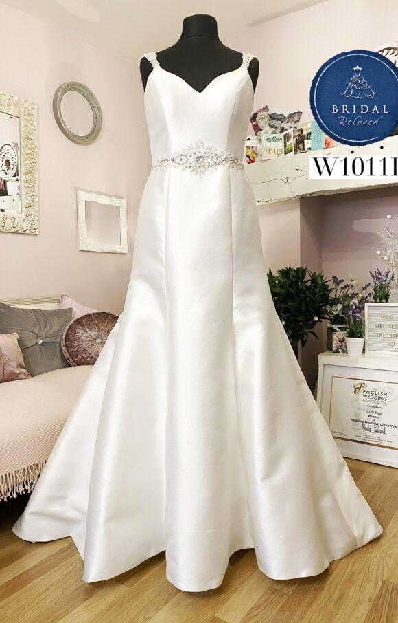 Amanda Wyatt   Wedding Dress   Fit to Flare   W1011L
