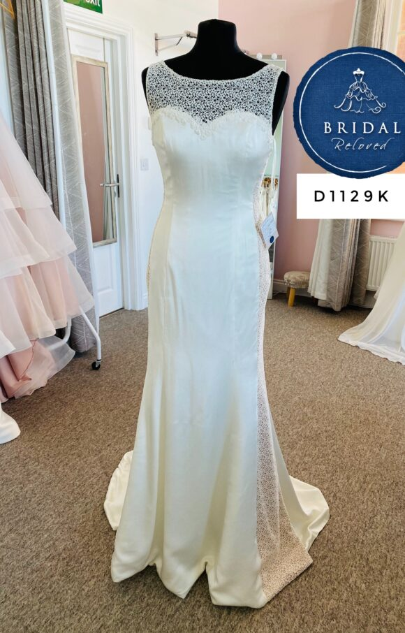 Sassi Holford | Wedding Dress | Fit to Flare | D1129K