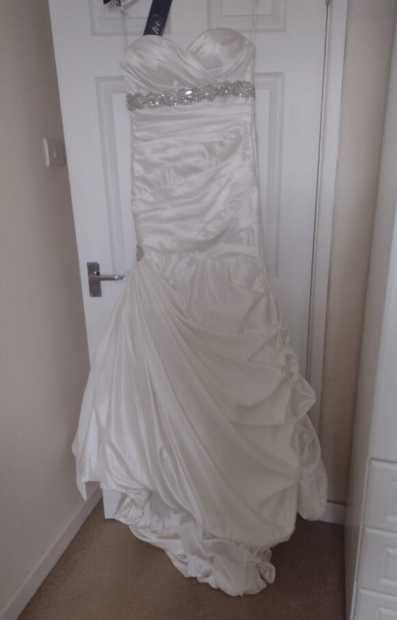Ian Stuart | Wedding Dress | Fit to Flare | C2509