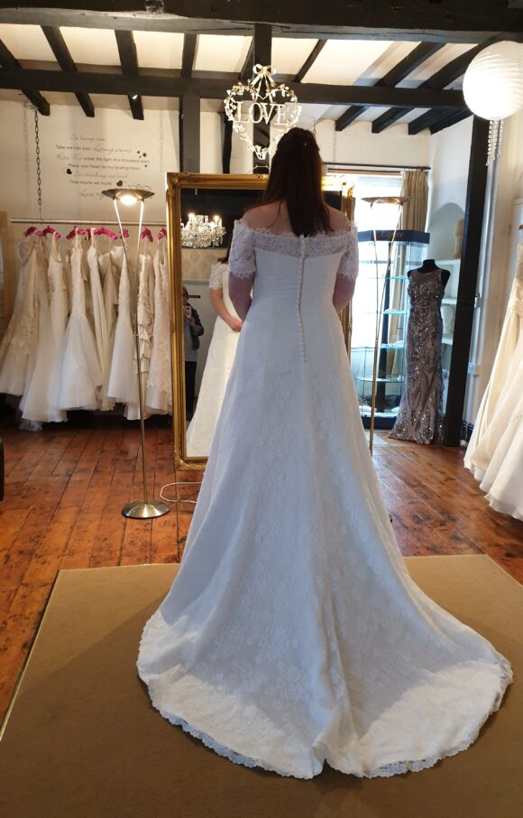 Laura Page | Wedding Dress | Fit to Flare | C2087