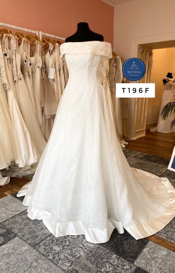 Sassi Holford | Wedding Dress | Aline | T196F