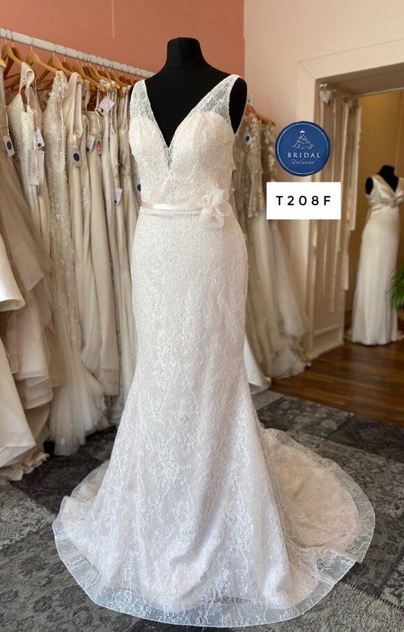 Paloma Blanca | Wedding Dress | Fit to Flare | T208F