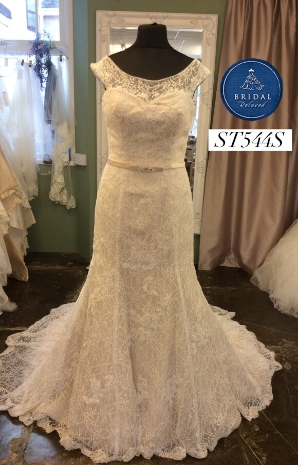 Romantica   Wedding Dress   Fit to Flare   ST544S