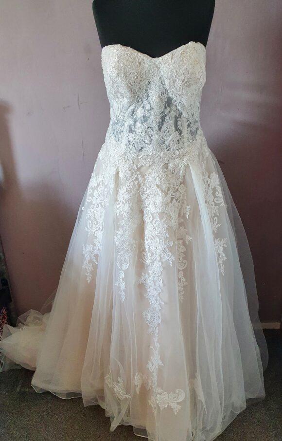 Davids Bridal  Wedding Dress   Princess   C2130
