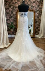 Enzoani | Wedding Dress | Fit to Flare | WN82D