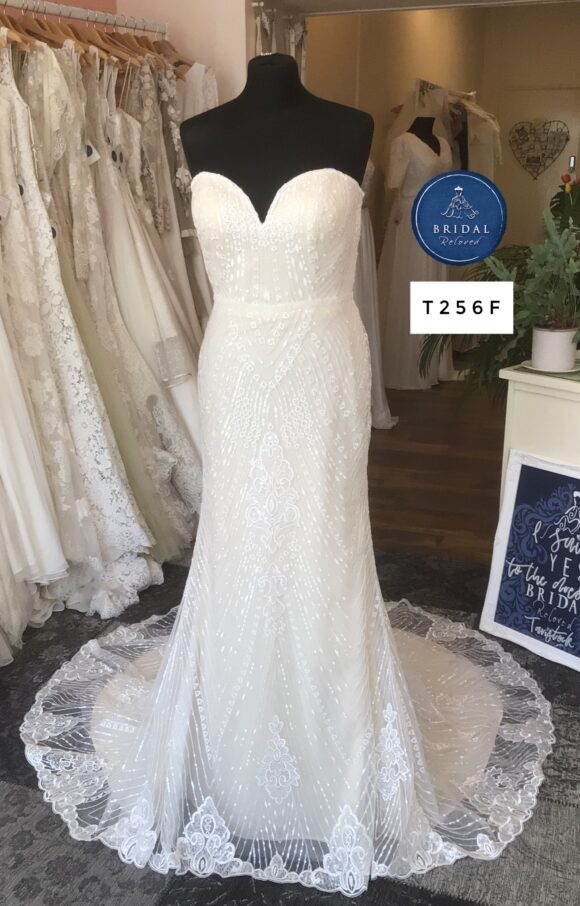 Enchanting | Wedding Dress | Fit to Flare | T256F