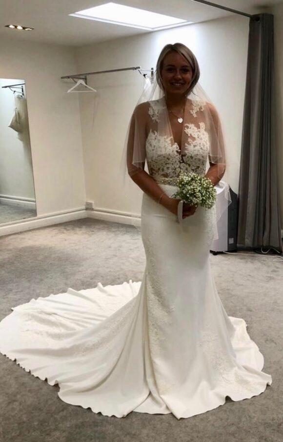 Pronovias | Wedding Dress | Fit to Flare | C2198