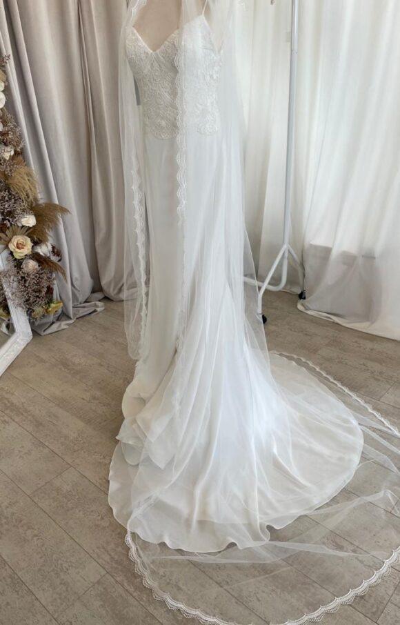 Paloma Blanca | Wedding Dress | Fit to Flare | C2269