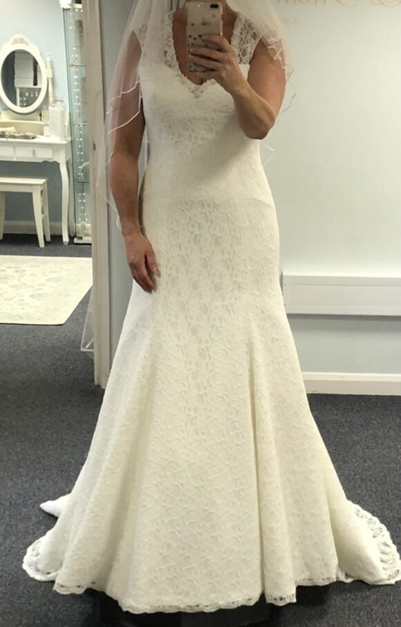 White Rose | Wedding Dress | Fit to Flare | C2485
