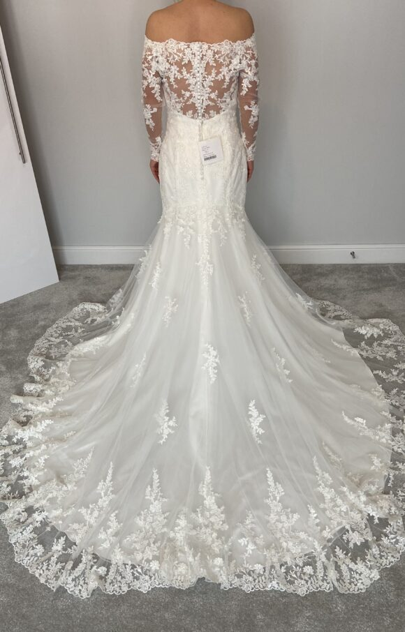 Stella York | Wedding Dress | Fit to Flare | C2226