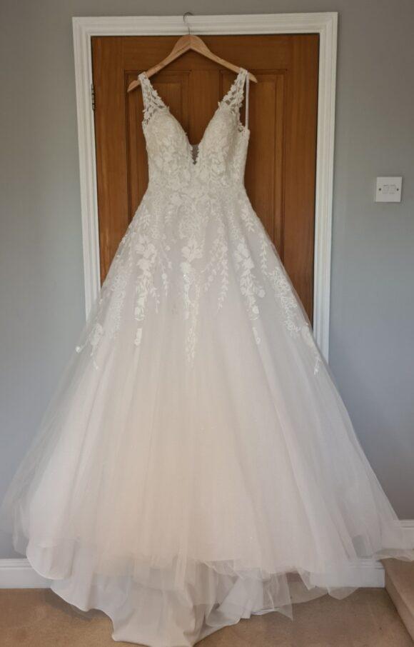 Allure Romance | Wedding Dress | Aline | C2287