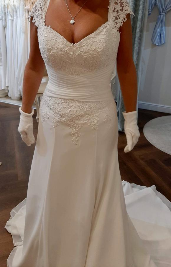Serenity | Wedding Dress | Fit to Flare | C2338