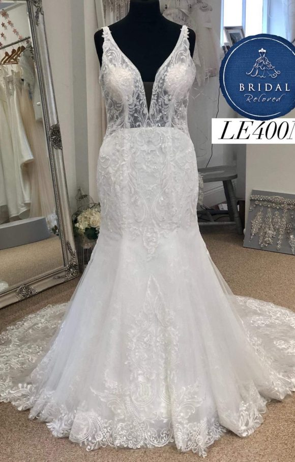 Richard Designs   Wedding Dress   Fit to Flare   LE400M
