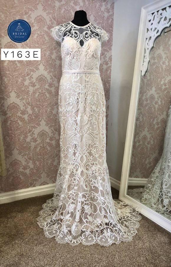 Catherine Deane | Wedding Dress | Fit to Flare | Y163E