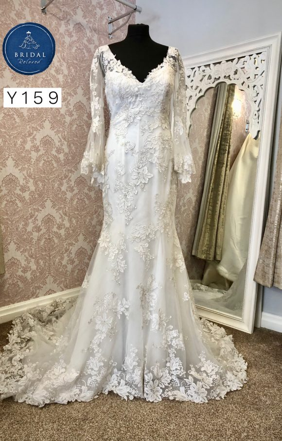 Sottero and Midgley   Wedding Dress   Fit to Flare   Y159