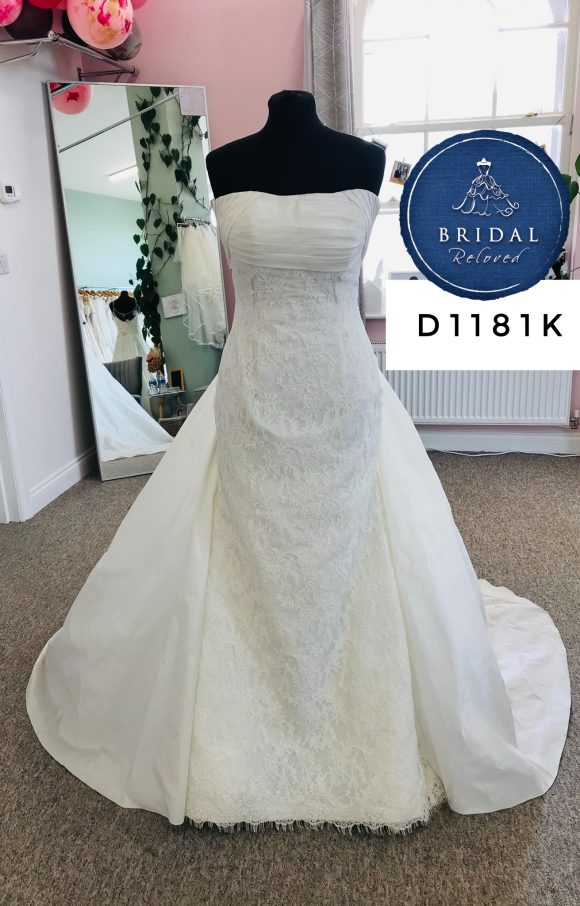 Pronovias | Wedding Dress | Fit to Flare | D1181K