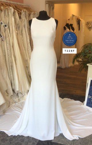 La Sposa   Wedding Dress   Fit to Flare   T228F