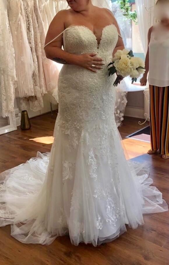 Stella York | Wedding Dress | Fit to Flare  | C2477