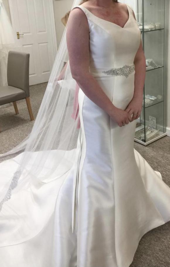 Phoenix Gowns | Wedding Dress | Fishtail | C2347