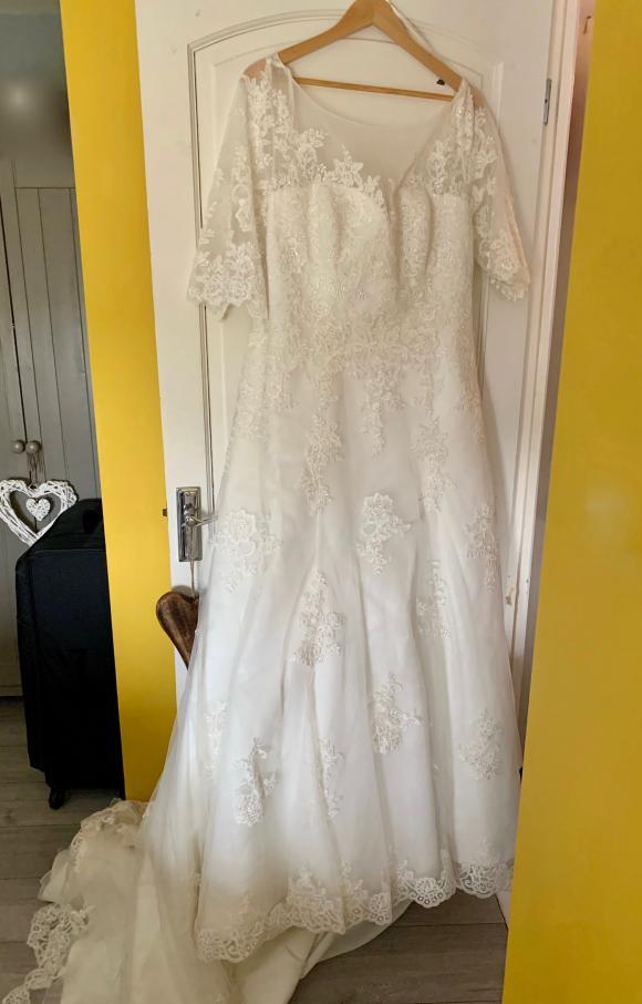 Bonny | Wedding Dress | Aline | C2352