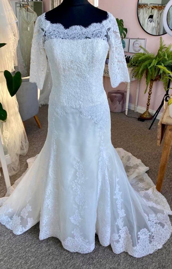 Pronovias | Wedding Dress | Fit to Flare | C2369